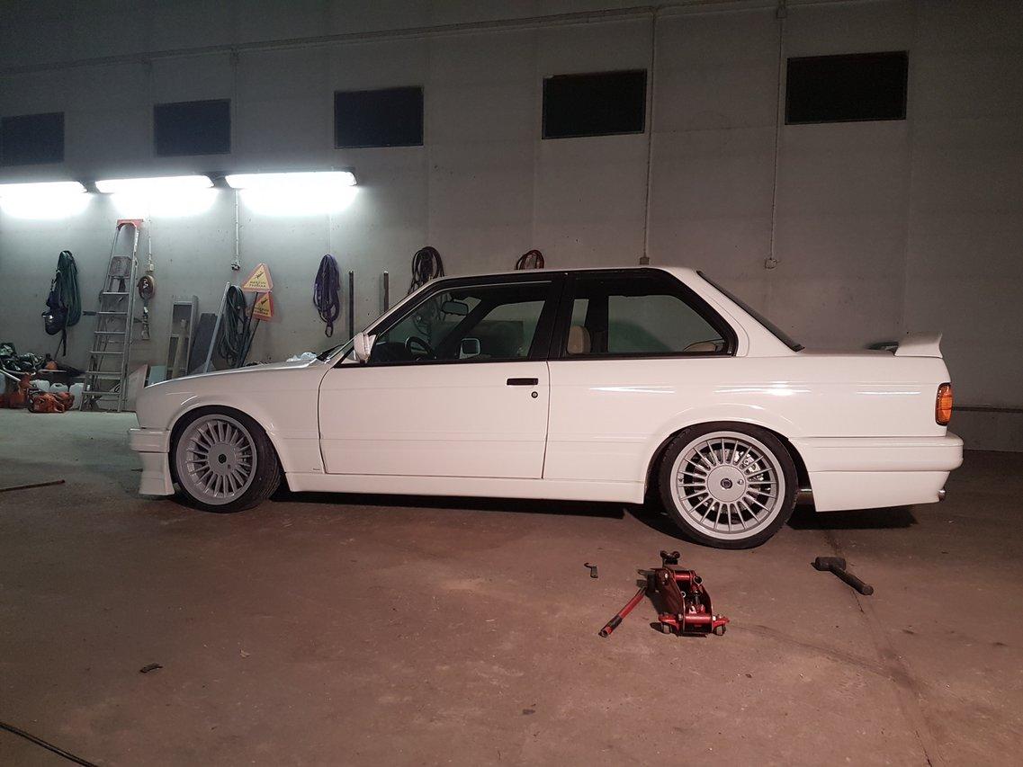 BMW E30 M-tech II  - Sivu 7 20160729_003903