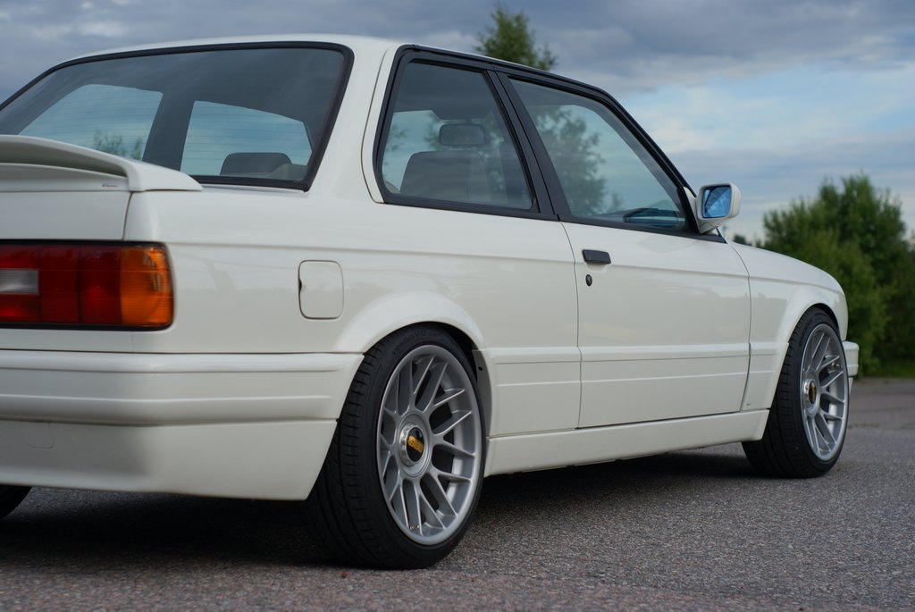 BMW E30 M-tech II  - Sivu 7 DSC08011