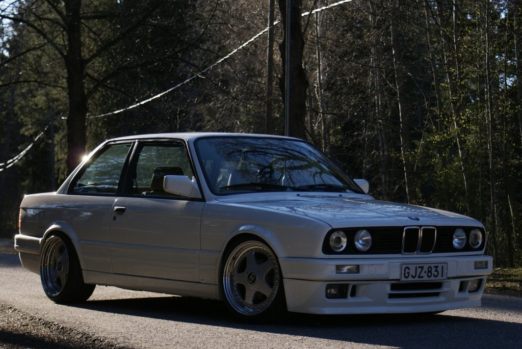 BMW E30 M-tech II  - Sivu 5 Medium