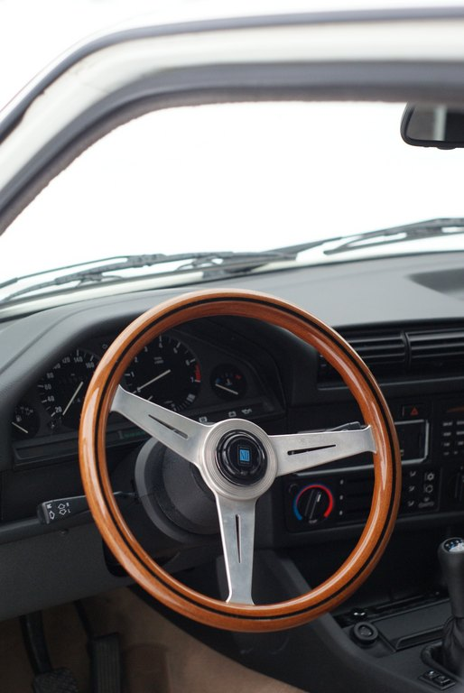BMW E30 M-tech II  - Sivu 3 _medium