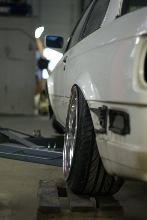 BMW E30 M-tech II  - Sivu 4 _medium